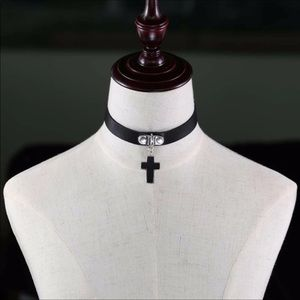 Cross choker